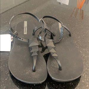NWT Ipanema Sandals